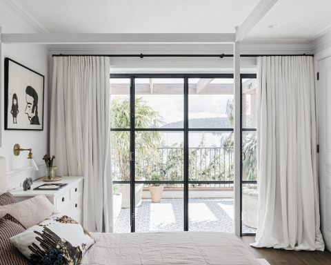 how to hung curtains